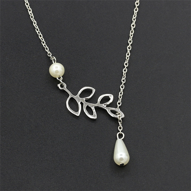 QCOOLJLY Special Leaves Short Clavicle Chain For Women Popular Chain Necklace For Banquet Brilliant Jewelry