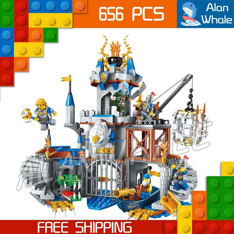 656pcs The War Human VS Elves Gryphon Castle Stormwind Elf Boat Model Building Blocks Kit Games Toys Bricks Compatible with lego