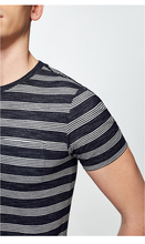 Round collar slim stripe leisure short sleeved T-shirt