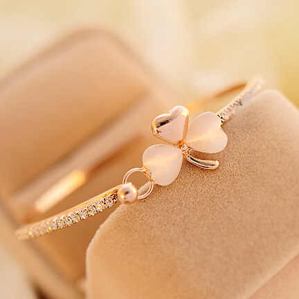 South Korea exquisite luxury small fragrant peach Bracelet Korean clover Bracelet opal bracelet wholesale