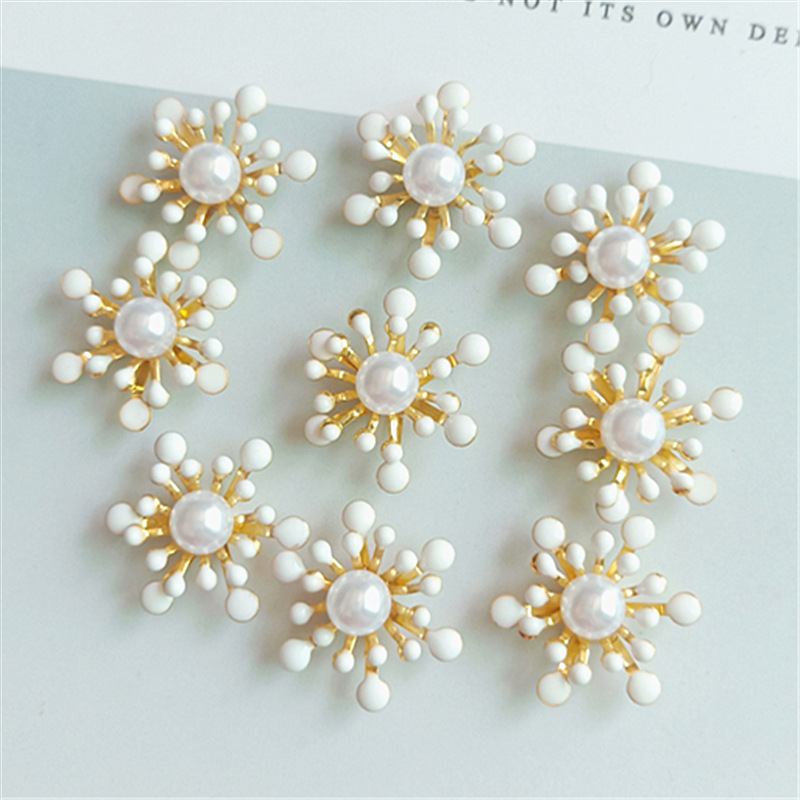 10 pcs lot Alloy Creative Gold Pearls Rhinestone Buttons Ornaments Earrings Choker Hair DIY Jewelry Accessories Handmade in Buttons from Home Garden