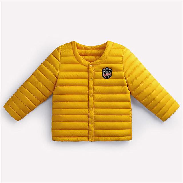 2017 Nueva Calidad caliente de espesor niños y niñas de nueva rayas amarillo chaqueta de algodón acolchado chaqueta para 0-4 niños de invierno tela