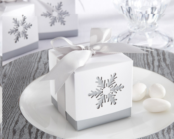 6pcs Upscale Laser-Cut White Snowflake Candy Bag Wedding Favors Gift Box Package Birthday Party Favor Bags