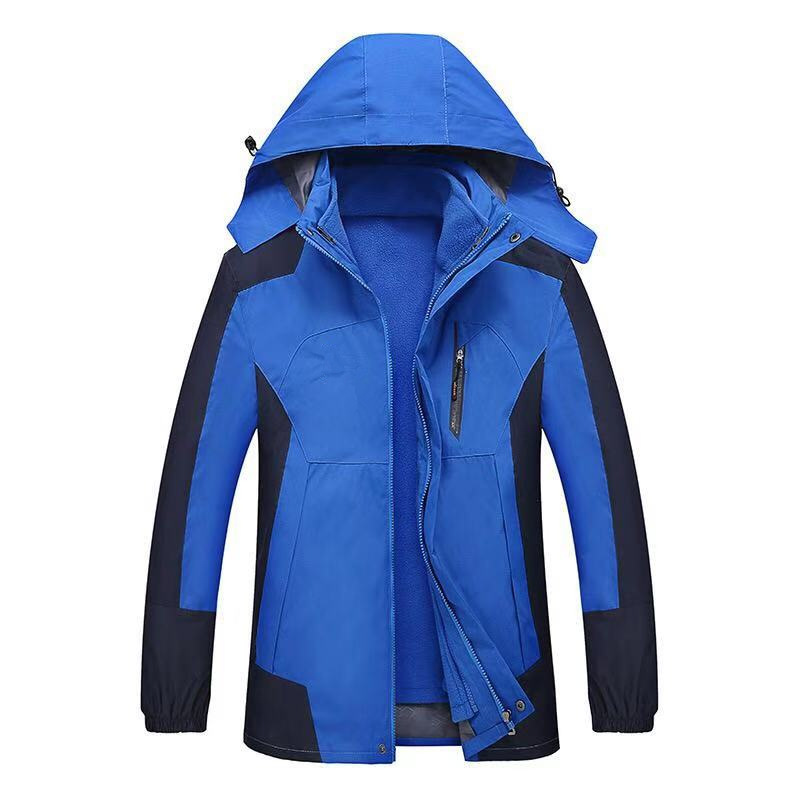 Two sets of waterproof outdoor clothes can be disassembled in three men's three parts in a soft shell in a Chevron.