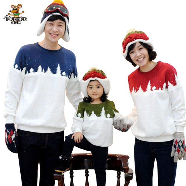 Ropa familiar árbol de Navidad papá mamá niño camiseta mirada