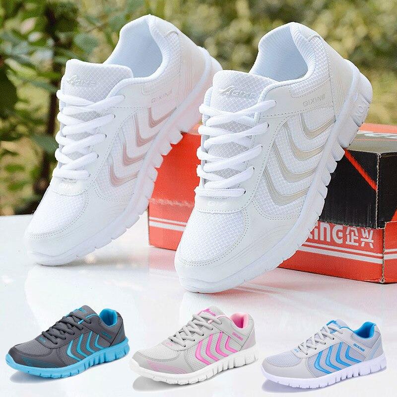 Mujeres corriendo zapatos 2018 nuevas llegadas moda luz de malla transpirable zapatos Unisex zapatos deportivos zapatos mujeres zapatillas de deporte entrega rápida