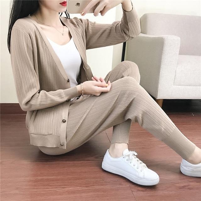 07097175a53e Donna con scollo a v maglione pantaloni delle nuove donne vestiti di lavoro  a maglia a due