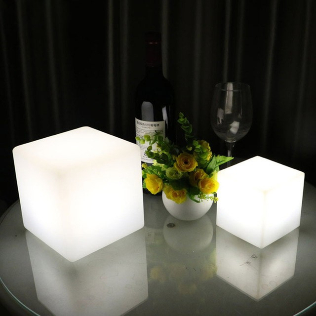 Romântico Europeu Simples Lâmpada de Mesa LEVOU Carga lâmpada de Mesa Luzes da Sala de Controle Remoto Escurecimento Quarto Lâmpada Quadrado