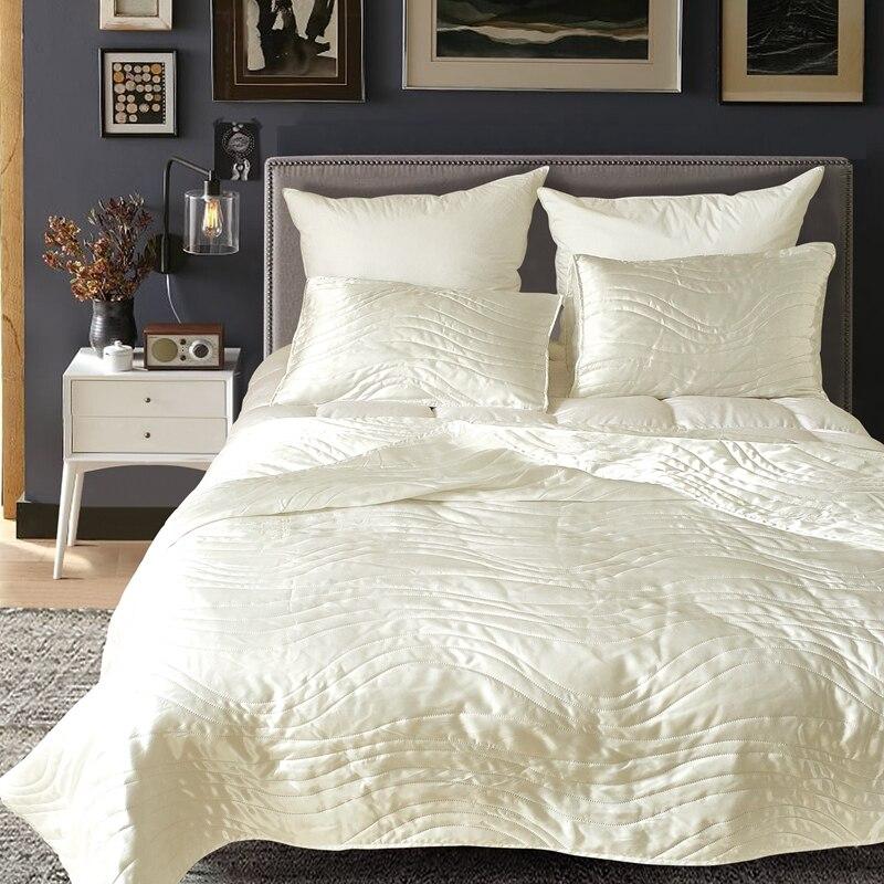 Famvotar 3 Piece Faux Silk Coverlets Bedspreads Ultra