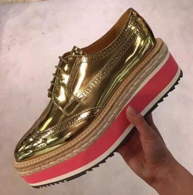 2017 Women Platform Oxfords Brogue Flats Shoes Patent Leather Lace Up Pointed Toe Luxury Brand BLUE BLACK SILVER GOLD Creepers qmn women crystal embellished natural suede brogue shoes women square toe platform oxfords shoes woman genuine leather flats