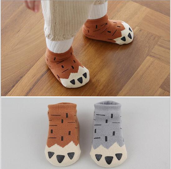 2016 protiskluzové dětské dětské ponožky Dívčí děti Bavlněné kreslené ponožky chlapci fleece zimní kojenecké batole ponožky drápy protiskluzové ponožky