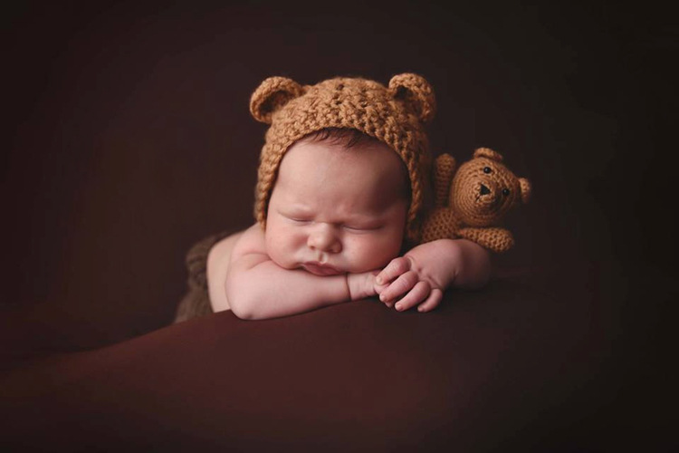 Cute Knitted Bear Hat for baby Kids Warm Cartoon Bear Hat with the Knitted Bear toy Halloween costume for Kids.