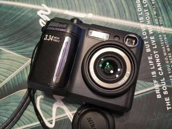 USED Nikon Coolpix 880 camera 3.34 megapixel CCD 2.5x optical zoom lens