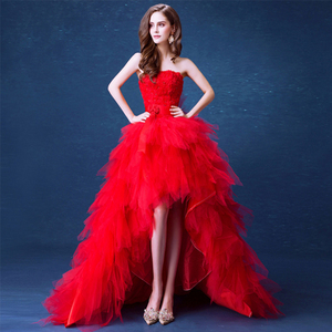 Image 1 - ゴージャスな高低ウエディングドレスストラップレスレッドカラーティアードチュールスカート Vestidos デフォーマルパーティードレスショートフロントロングバック