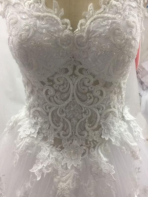 Image 5 - Vestido de noiva princesa luxo Backless Sweetheart Lace Wedding Dress See Through Royal Tail Luxury Bridal Dress Robe de mariee-in Wedding Dresses from Weddings & Events