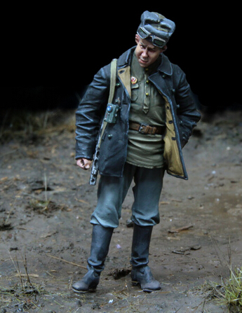 resin assembly Kits 1/ 35 WWII Russian Soldier with stand Unpainted Kit Resin Model Free Shipping
