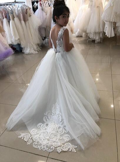 купить Vintage white/Ivory ball gown sleeveless open back sheer lace appliques flower girl dresses first communion gown with long train онлайн
