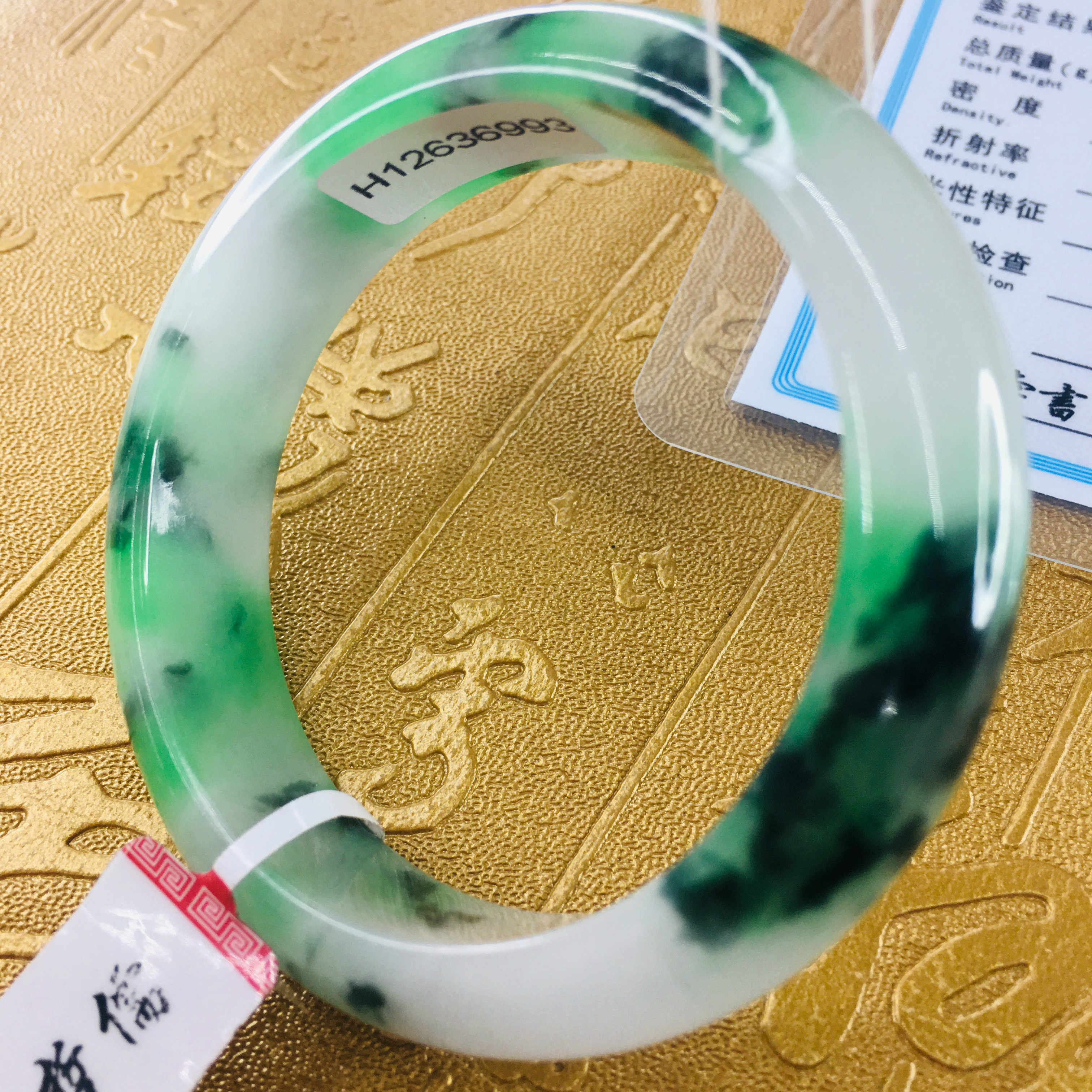 ส่งใบรับรองธรรมชาติ Jadeite สร้อยข้อมือแกะสลัก 2 สีสีเขียว 54-61 มม. สร้อยข้อมือผู้หญิงของขวัญเครื่องประดับ