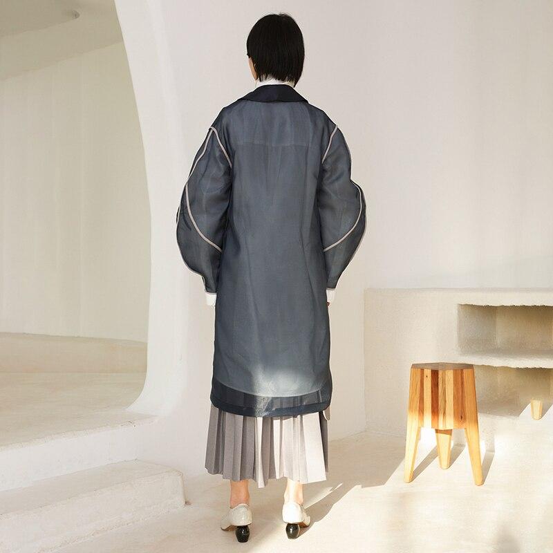[EAM] 19 New Autumn Winter Lapel Long Sleeve Organza Split Joint Pocket Spliced Windbreaker Women Trench Fashion Tide JR448 9