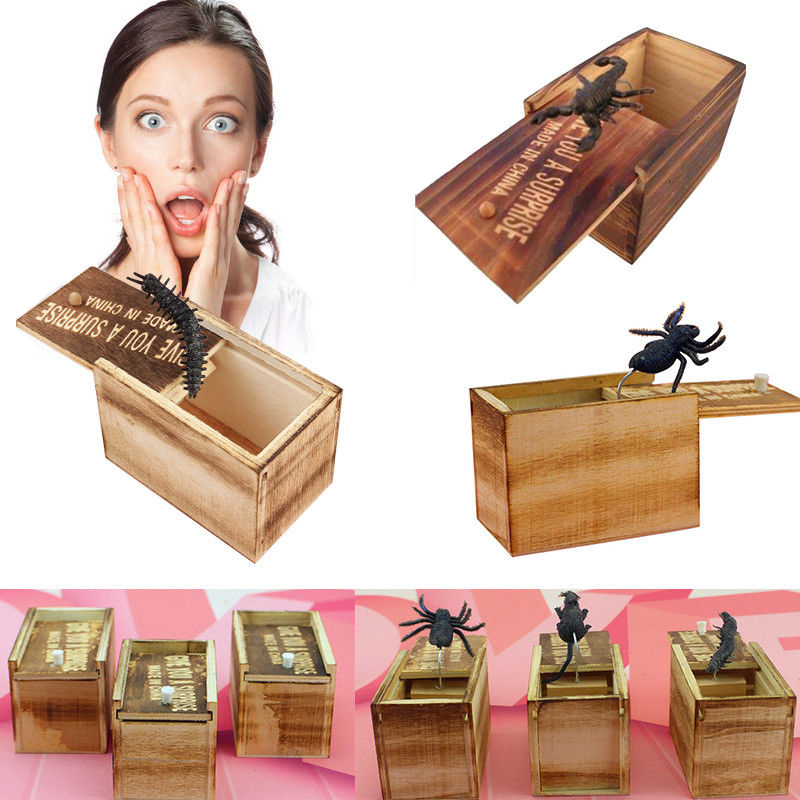 Drop Shipping Novelty Hilarious Scary Box Spider Prank Wooden Box Joke Gag Toy Random