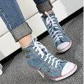 Chegam novas de Primavera e Outono das mulheres sapatos de salto alto Azul denim sapatos de salto Alto sapatos de lona Rebite ponta Mulheres de Grande Porte sapatos