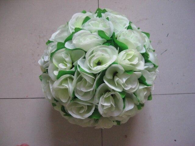 SPR 40 cm centre en plastique ivoire avec des feuilles vertes embrassant la décoration de mariage de boule