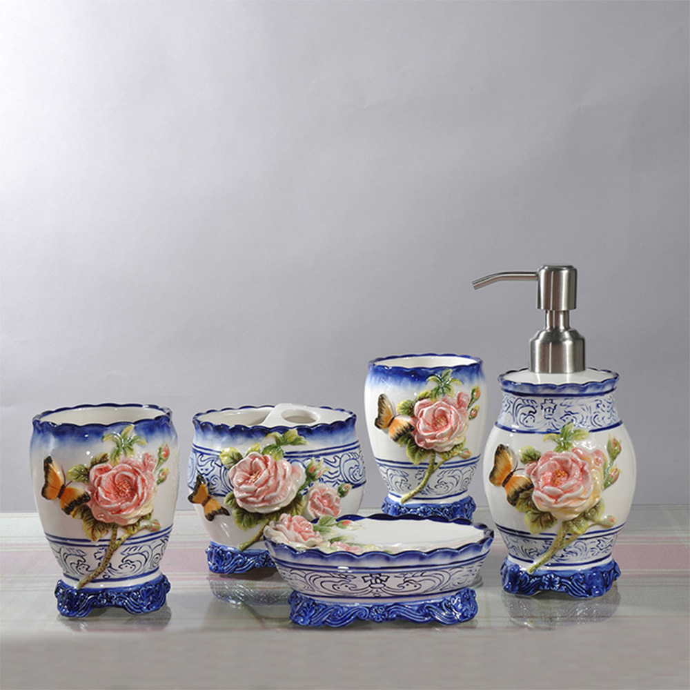 Céramique nouveau chinois bleu et blanc rose salle de bain cinq pièces néo-classique douche kit de nettoyage salle de bains articles de toilette lo881031
