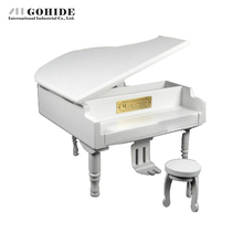 JUH Luxury New Year Creative Gift Music Box Solid White Wooden Gold Pedal Grand Piano Music Box Ballet Musical Box Mechaniam