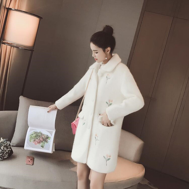 New 2018 Winter Women Embroidered white Coat Warm Cotton-padded Wool Coat  Long Women's Cashmere