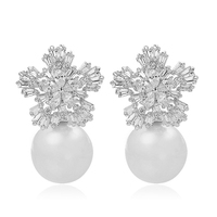 3 Prongs Platinum Plated 8MM Cream Color Shell Pearl Clear AAA Cubic Zirconia Elegant Snow Flake