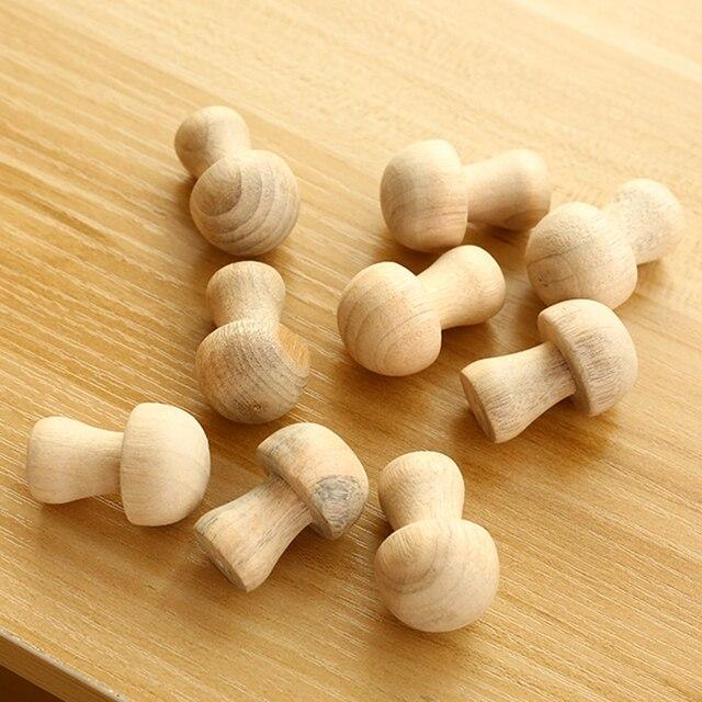 10 pz/pacco A Forma di Fungo Armadio Legno di Cedro Moth Balls Repellente Per Za