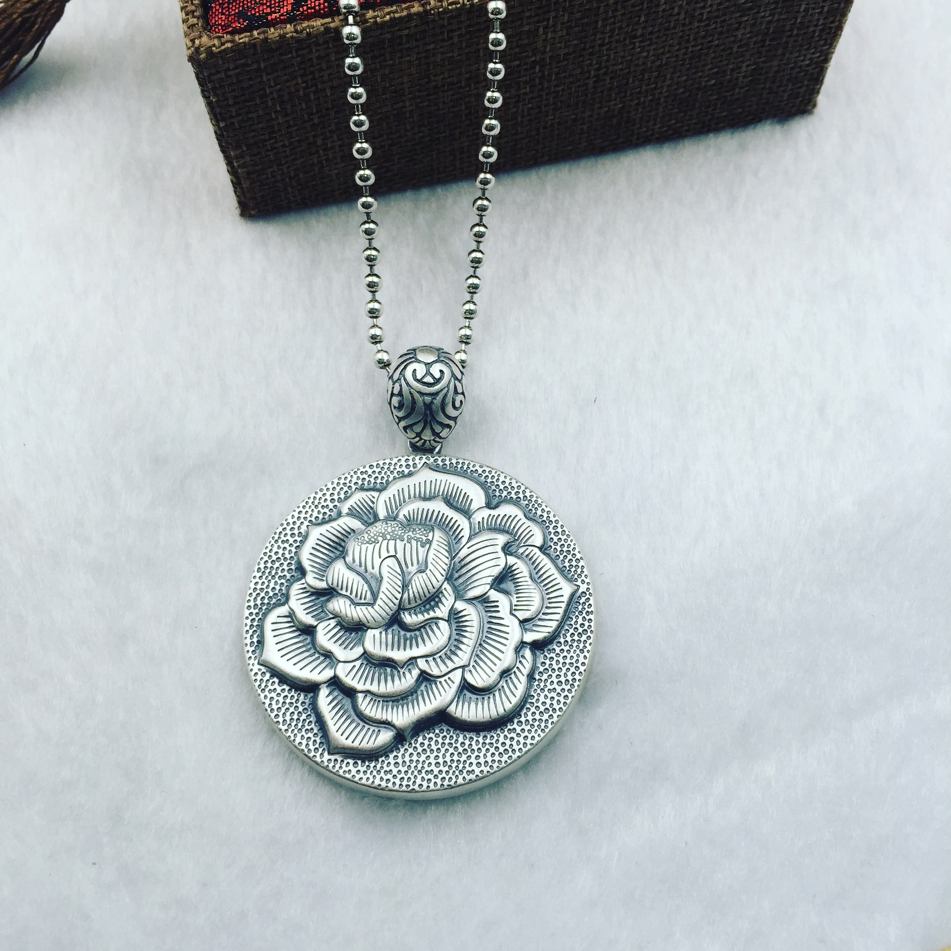 The ancient Thai S990 foot big peony card intime Silver Round Silver Pendant Pendant Chain sweater factory direct