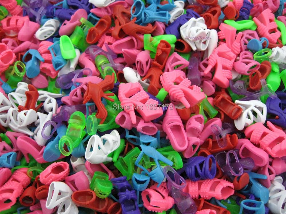 Toptan 1 Grup = 100 Pairs Moda Renkli Bebek Ayakkabı Karışık Stil Barbie bebek Aksesuarları Hediye Için yüksek Topuklu Sandalet çocu ...