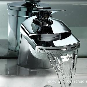 Image 2 - Küche wasserhahn außenhandel export breiten mund wasserfall wasserhahn schnabel wasserfall led waschbecken wasserhahn küche wasserhahn heißen und kalten