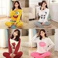 Nueva Moda Casual Pijama Establece Pijamas de Las Mujeres ropa de Dormir ropa de Dormir de Algodón de Manga Larga Del O-cuello de Señora Charater Trajes Impresos