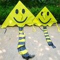 O envio gratuito de alta qualidade rosto sorridente tecido de nylon ripstop pipa linha de pipa voando brinquedos tubarão pipas crianças kites acessórios coruja