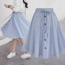 تنورة قصيرة بأزرار أنيقة أمامية وحزام
