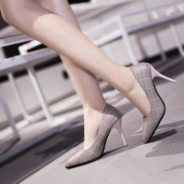 Women Pumps 2018 Spring and autumn thick with pointed high heels, thick with new women's shoes, shallow mouth shoes pointed shallow mouth hollow buckle high heels women s shoes 2018 new gradient glitter crystal shoes women s shoes