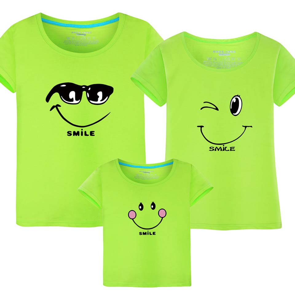 2018 New Family Look T Shirts Summer Family Matching Clothes Cartoon Smile Mom & Dad & Son & Daughter Casual Beach Outfits2018 New Family Look T Shirts Summer Family Matching Clothes Cartoon Smile Mom & Dad & Son & Daughter Casual Beach Outfits