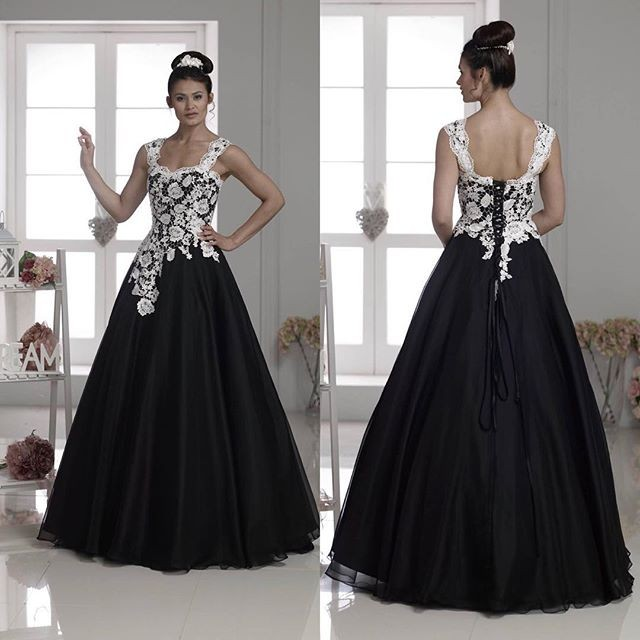 2016 A Line White And Black Lace Bridal Gowns Gothic Plus