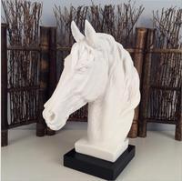 Nowoczesne abstrakcyjne głowa konia rzeźba zwierząt posąg z żywicy akcesoria do dekoracji domu geometryczne żywica ozdoby jazda konna prezent w Posągi i rzeźby od Dom i ogród na