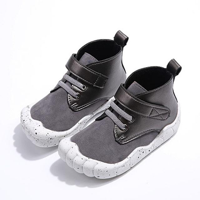 2017 de la moda de cinco dedos de los pies de los niños muchachos del niño de la correa del tobillo botas de nieve botas de invierno bebé niño zapatillas de bebé causal shoes
