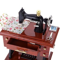 1Pcs Vintage Movable Sewing Machine Music Box Clockwork Metal Mini Toys Birthday Gift Classical Pastoral Wind