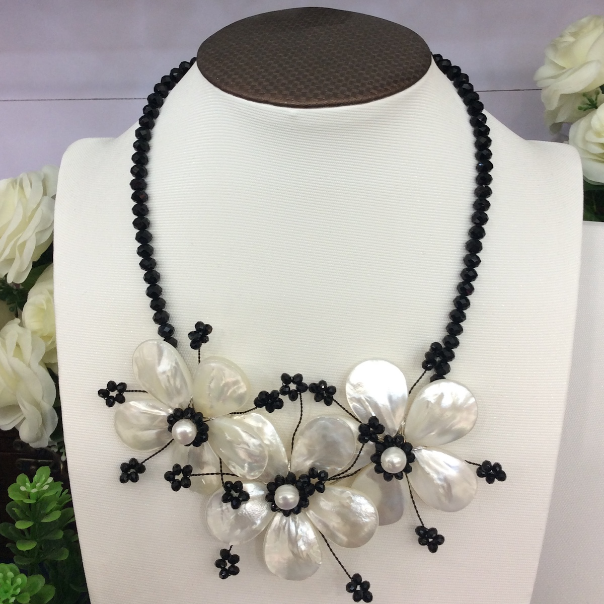 2019 New Fashion Black Crystal White Sea Shell Flower Choker Necklace Boho Party Jewelry Female