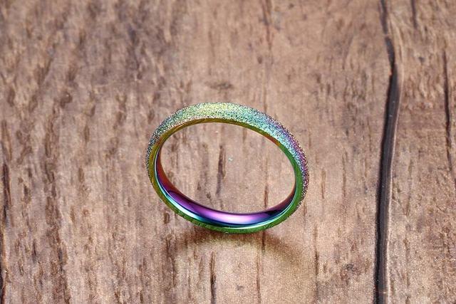 Фото модные блестящие полированные цветные кольца из нержавеющей цена