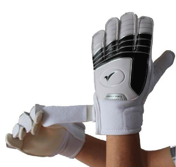 все цены на Soccer Professional Goalkeeper Gloves kids Children Soccer goalkeeper gloves Football goalkeeper Soccer goalie gloves Size 3-7