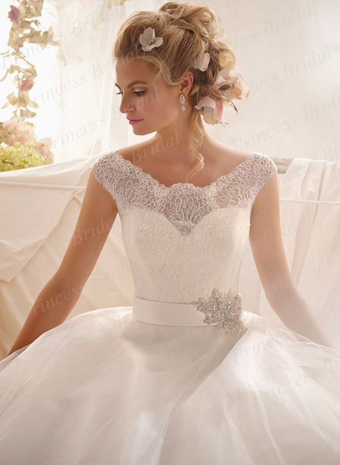 Free Shipping Italian Style Ball Gown Bateau Neck Top Lace Sweep Train Puffy Tulle Bottom Bridal Dress With Beadings ML025 In Wedding Dresses From Weddings