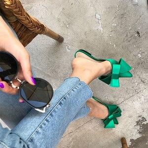 Image 3 - 2018 printemps et été chaussures pour femmes coréen soie satin pointu noeud papillon pantoufles Baotou talon plat ensembles semi pantoufles