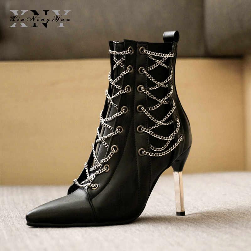 Luksusowe Pointed Toe wysokie obcasy Punk kostki buty kobieta krótkie pluszowe krzyż Tied zamek metalowy łańcuch dekoracji buty duży rozmiar 32-48