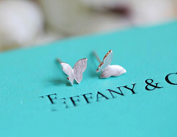 SMJEL New Trendy Style Cute Tiny Butterfly Women Stud Earrings Animal Earing oorbellen Valentines Day Party Gift SYED029